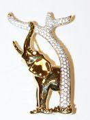 Dekorative Swarovski Brosche in Form eines Elefanten am Baum, vergoldet und mit Kristallsteinen