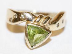 14 k Gelbgold Ring mit Peridot und 5 Diamanten, Gr. 56,4,6 gr.