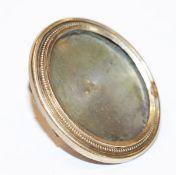 Medaillonbrosche zum Bilderrahmen umgebaut, Rahmen 14 k Gelbgold, Rückseite Silber, 19. Jahrhundert,