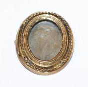 Medaillon-Brosche, verglast, 19. Jahrhundert, Altersspuren, 4 cm x 3 cm
