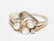 14 k Gelb- und Weißgold Ring mit 3 Perlen und in Weißgold gefaßten Diamanen, Gr. 59, 2 gr.,