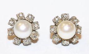 Paar 14 k Weißgold Ohrstecker mit je einer Perle und 8 Diamanten, 6,6 gr., D 1,2 cm
