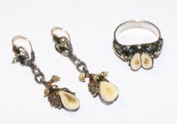 Paar Silber Ohrhänger mit plastischem Eichenlaub und Grandel, Goldbügel, L 4,5 cm, und Silber