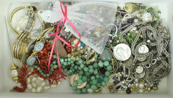 Lot 231 - A box of assorted vintage and other costume jewellery to include enamelled fish charms,