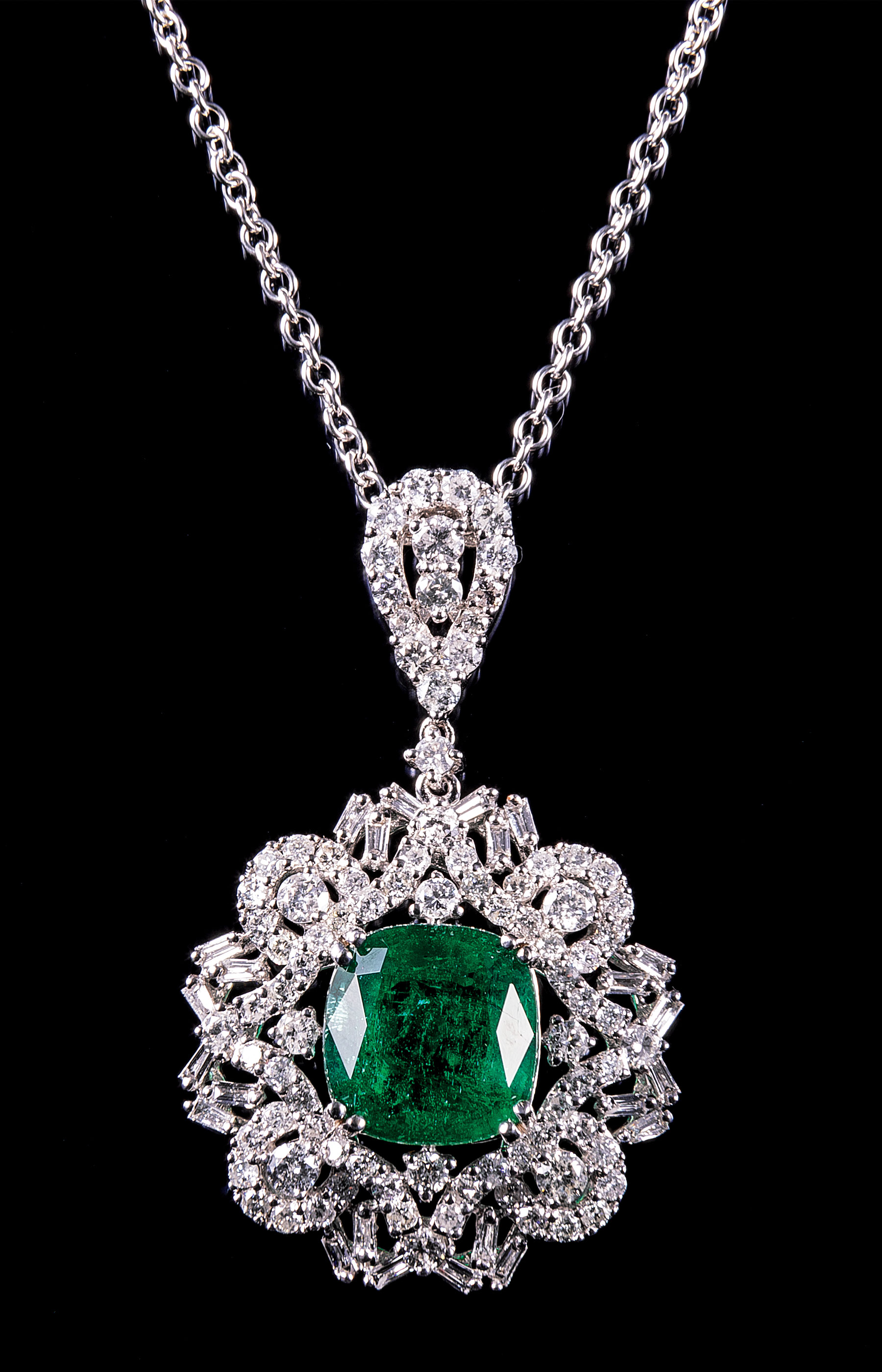 Lot 580 - 18 kt. White Gold, Emerald and Diamond Pendant with 14 kt. White Gold Chain , prong set square