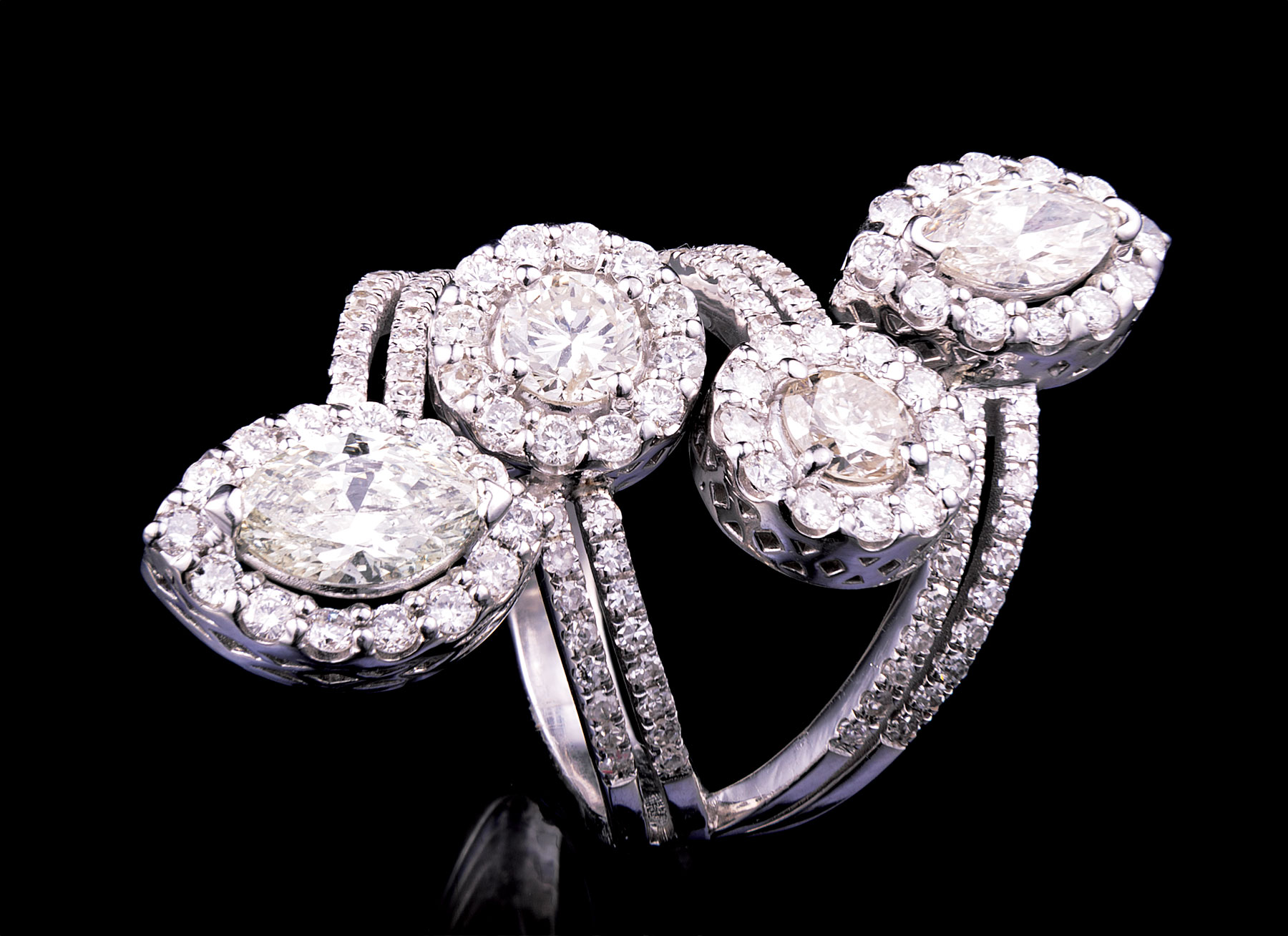 Lot 597 - 18 kt. White Gold and Diamond Four Row Ring , 2 marquise cut and 2 round brilliant cut diamonds,
