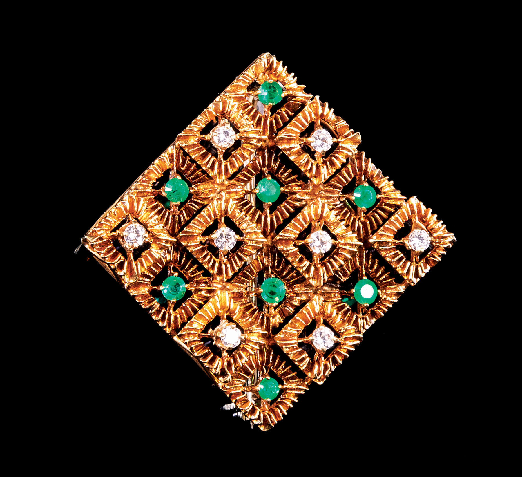 Lot 583 - Vintage 18 kt. Yellow Gold Emerald and Diamond Brooch , 8 prong set round brilliant cut emeralds,