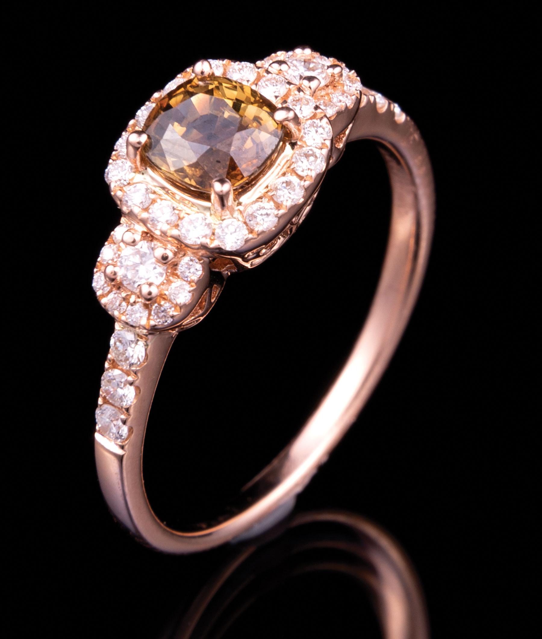 Lot 627 - 18 kt. Rose Gold, Alexandrite and Diamond Ring , prong set square cushion mixed cut natural