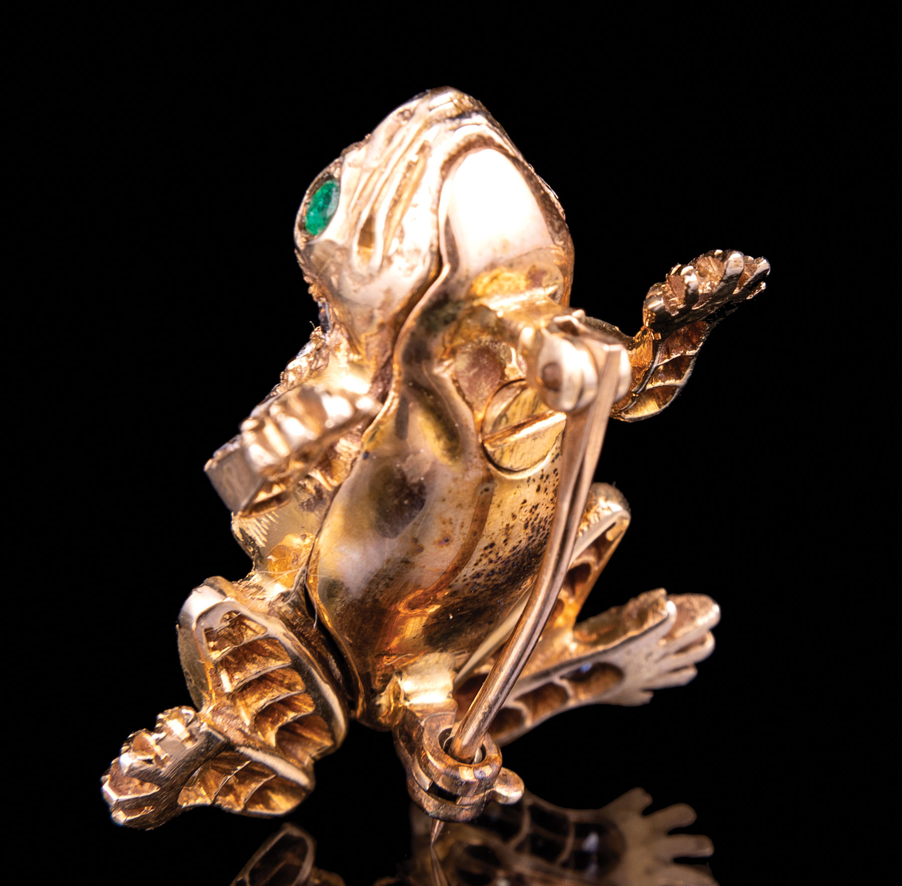 Lot 575 - 14 kt. Yellow Gold and Diamond Frog Pin