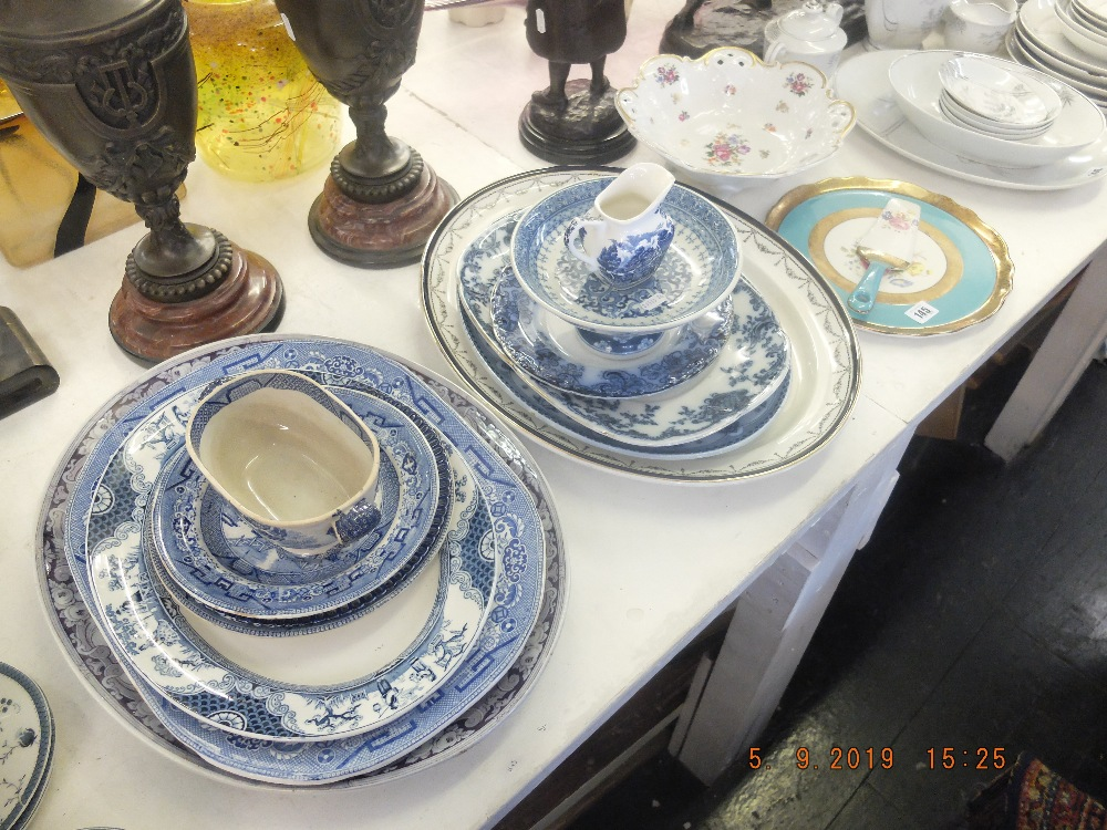 Lot 18 - A mixed quantity of chinaware including platters