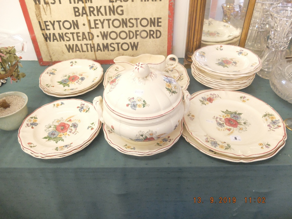 Lot 8 - A French dinner service
