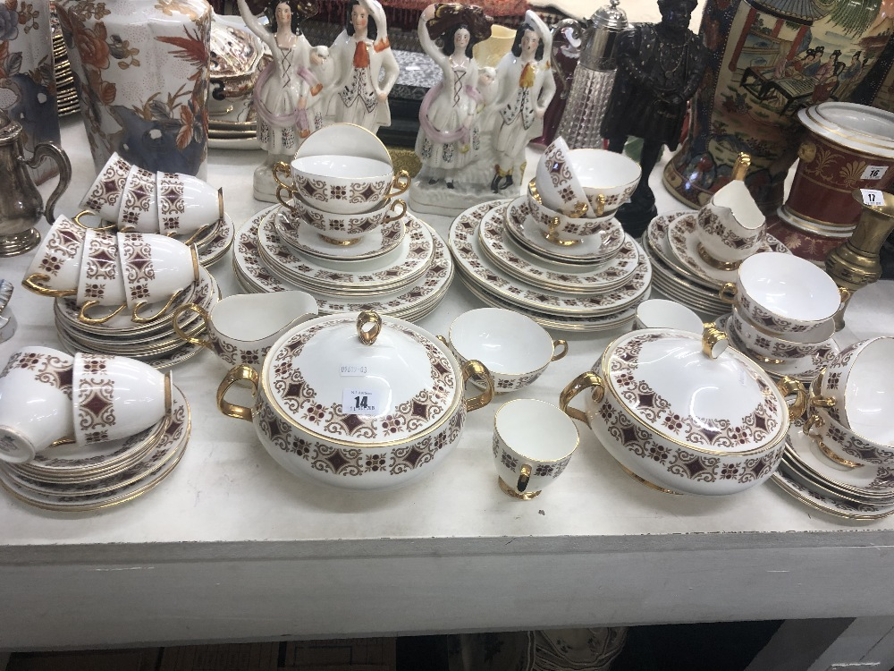 Lot 20 - A Royal Imperial tea and dinner set