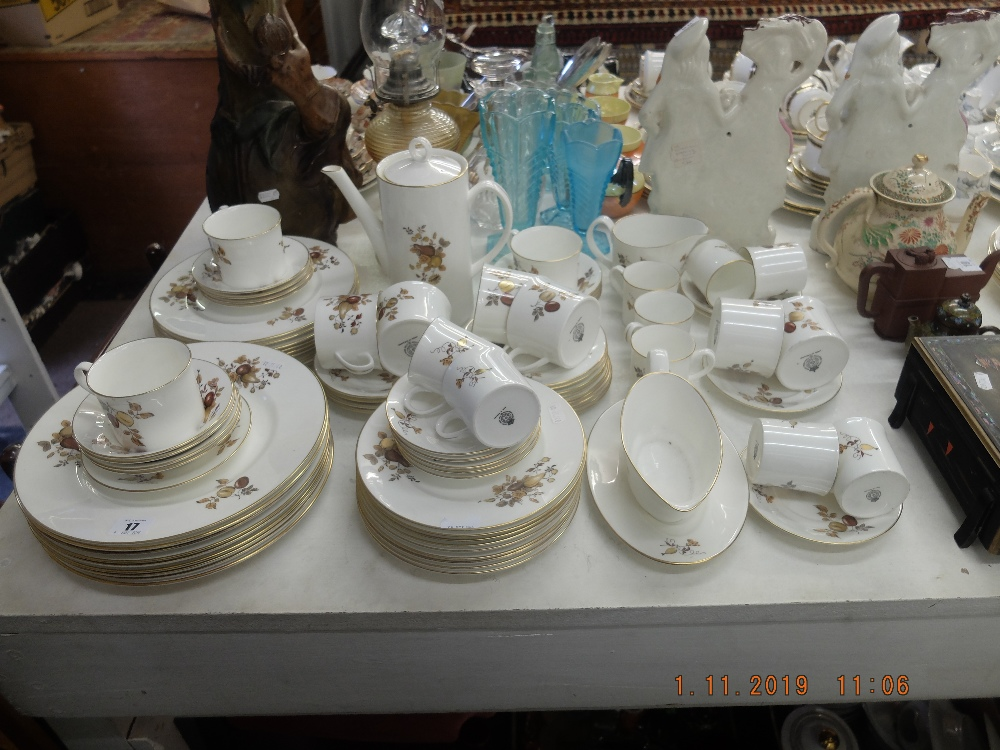 Lot 17 - A quantity of Royal Worcester china
