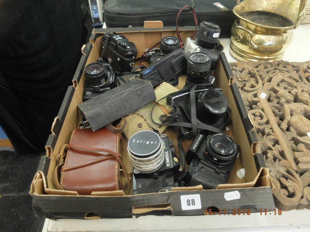 Lot 88 - A quantity of assorted cameras
