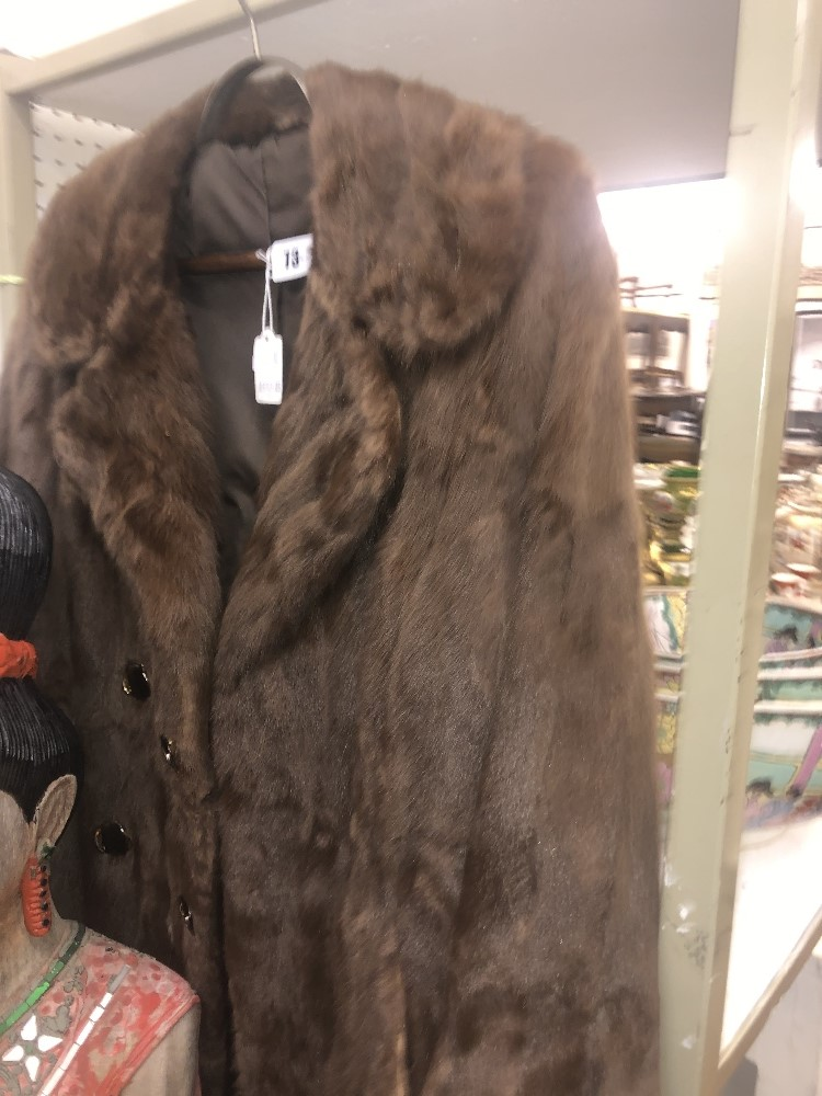 Lot 45 - A ladies fur coat, good condition, hooks intact, approx.