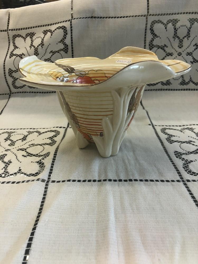 Lot 59 - A Clarice Cliff Bizarre Capri tri-form vase