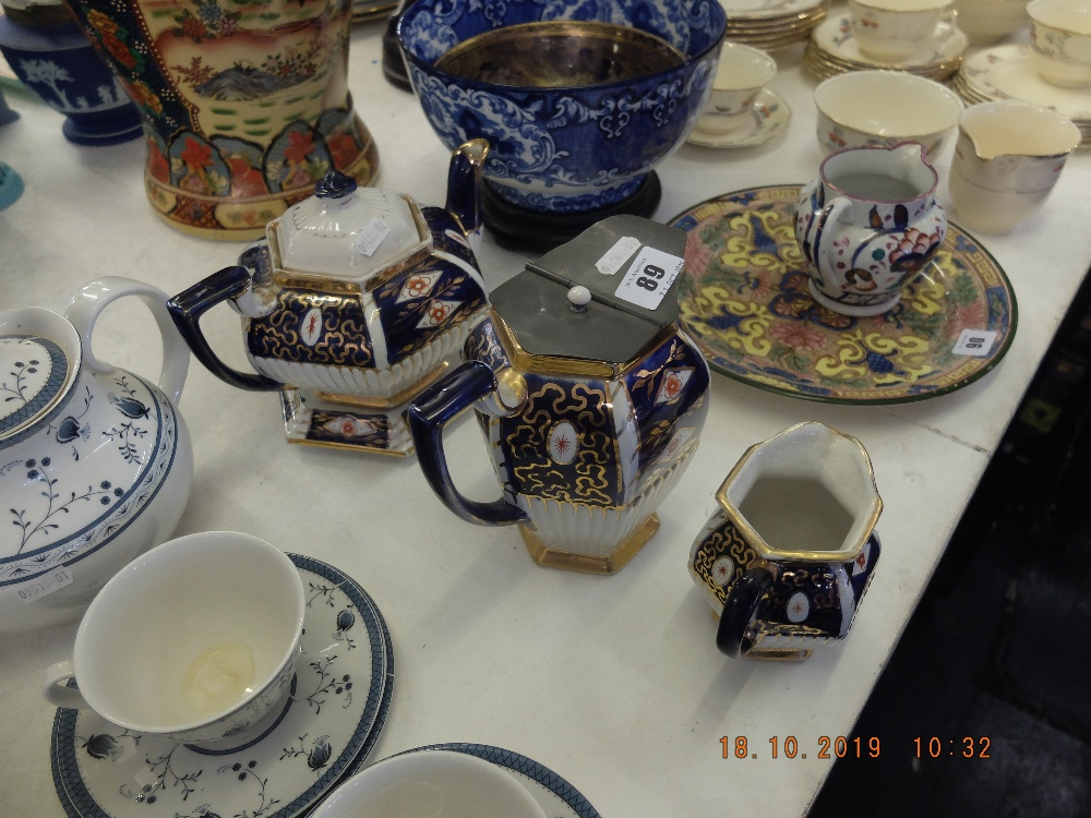 Lot 19 - A teapot on stand,