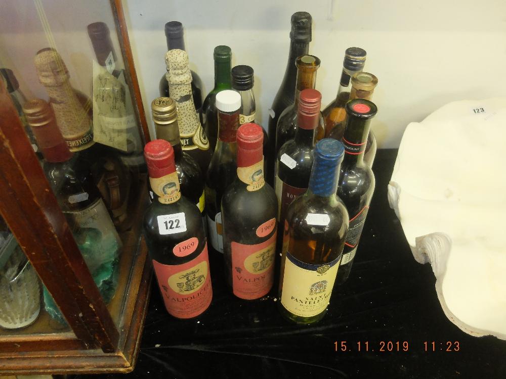 Lot 122 - Fifteen bottles of assorted alcohol