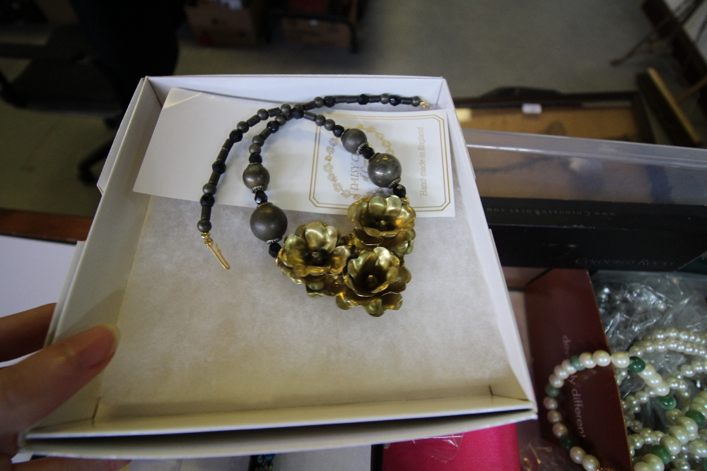 Lot 54 - Monet necklace and quantity of mixed costume jewellery