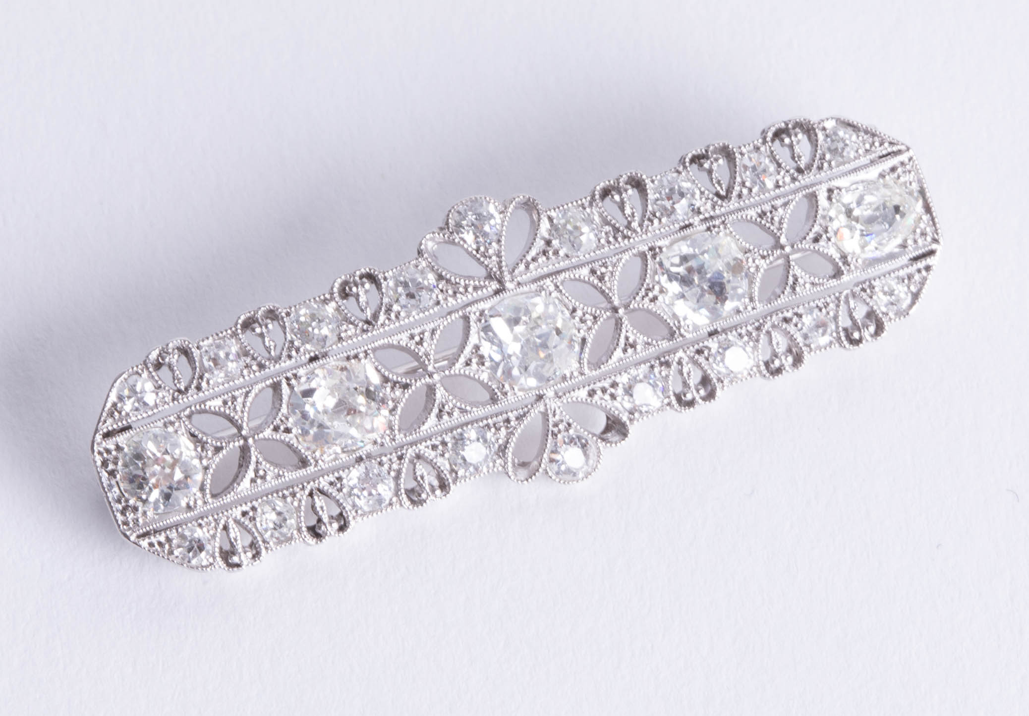 Lot 055 - A good Art Deco style platinum and diamond brooch, 45mm x 15mm, boxed.