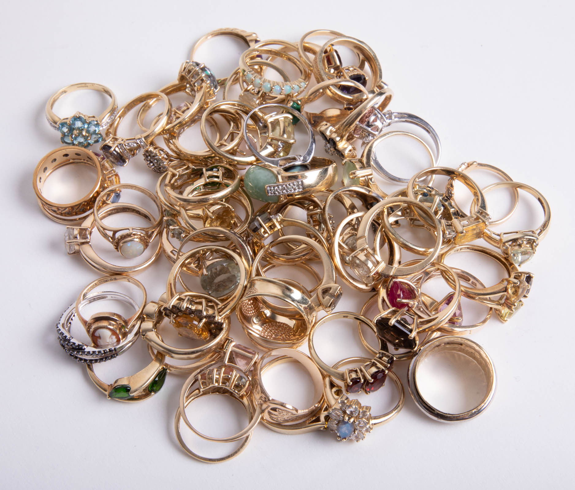 Lot 041 - A quantity of various 9ct gold dress rings, approx 172.9g.