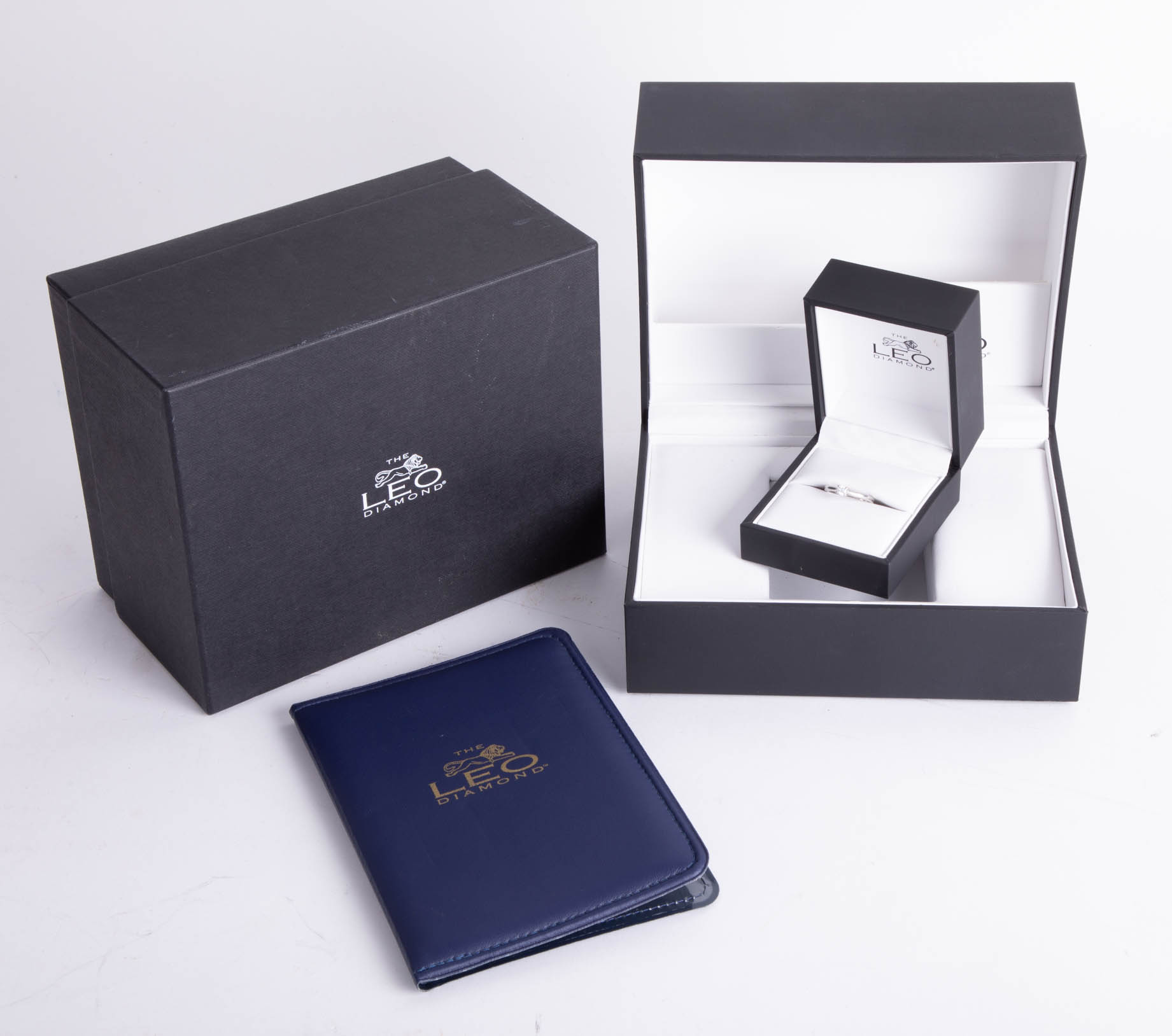 Lot 039 - The Leo Diamond, a platinum diamond solitaire ring, approx 20 pts, ring size K, boxed.