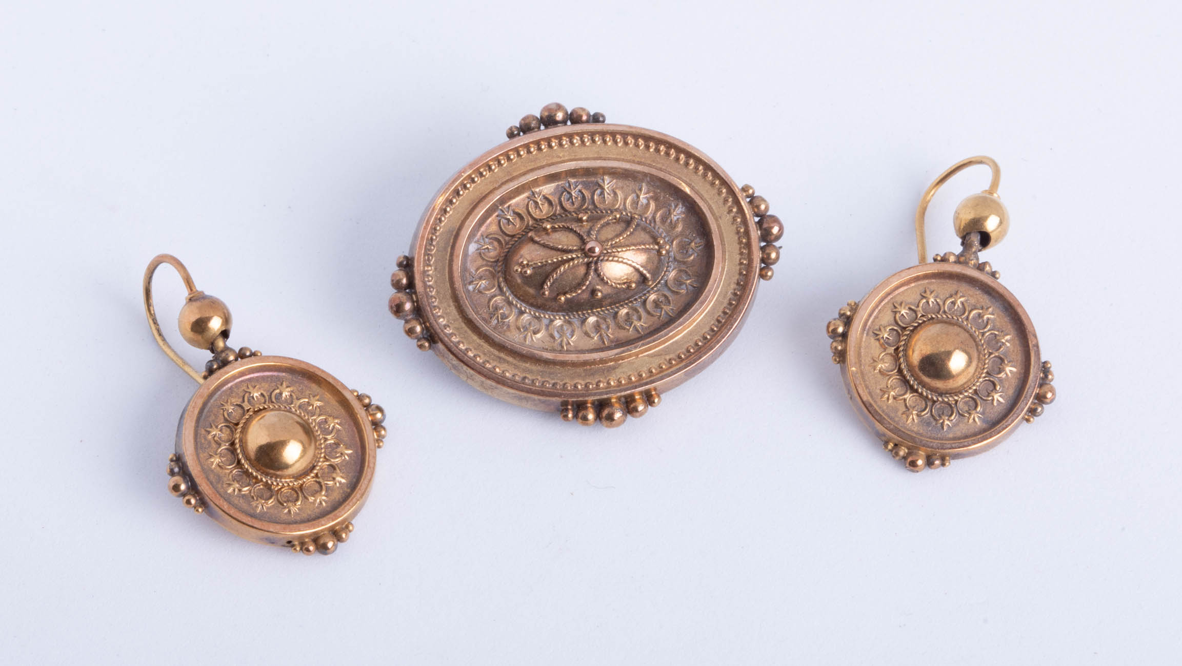 Lot 022 - An Edwardian three piece gold brooch and earrings set, boxed.