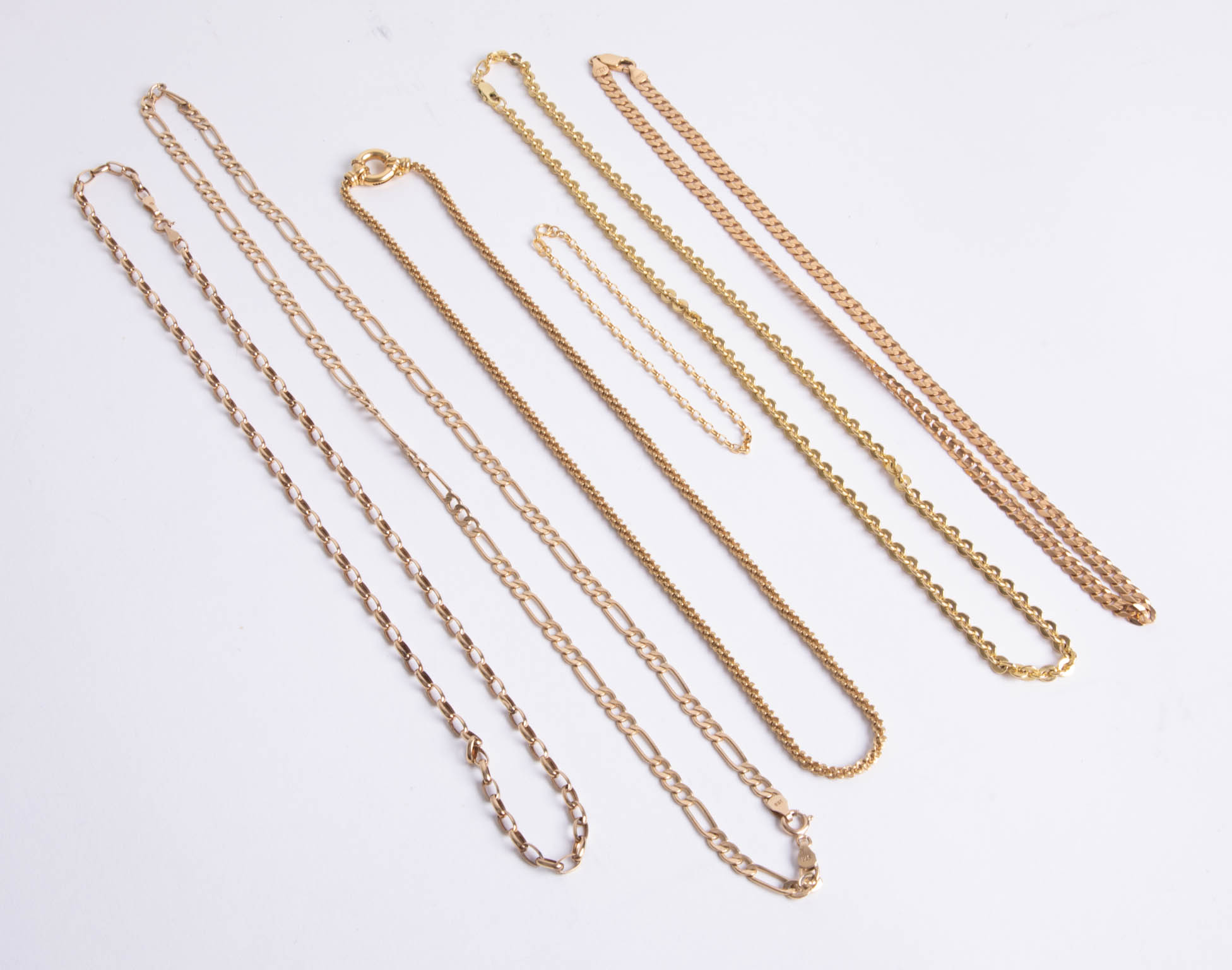 Lot 044 - Five 9ct gold necklaces and a bracelet, approx 39.20g.