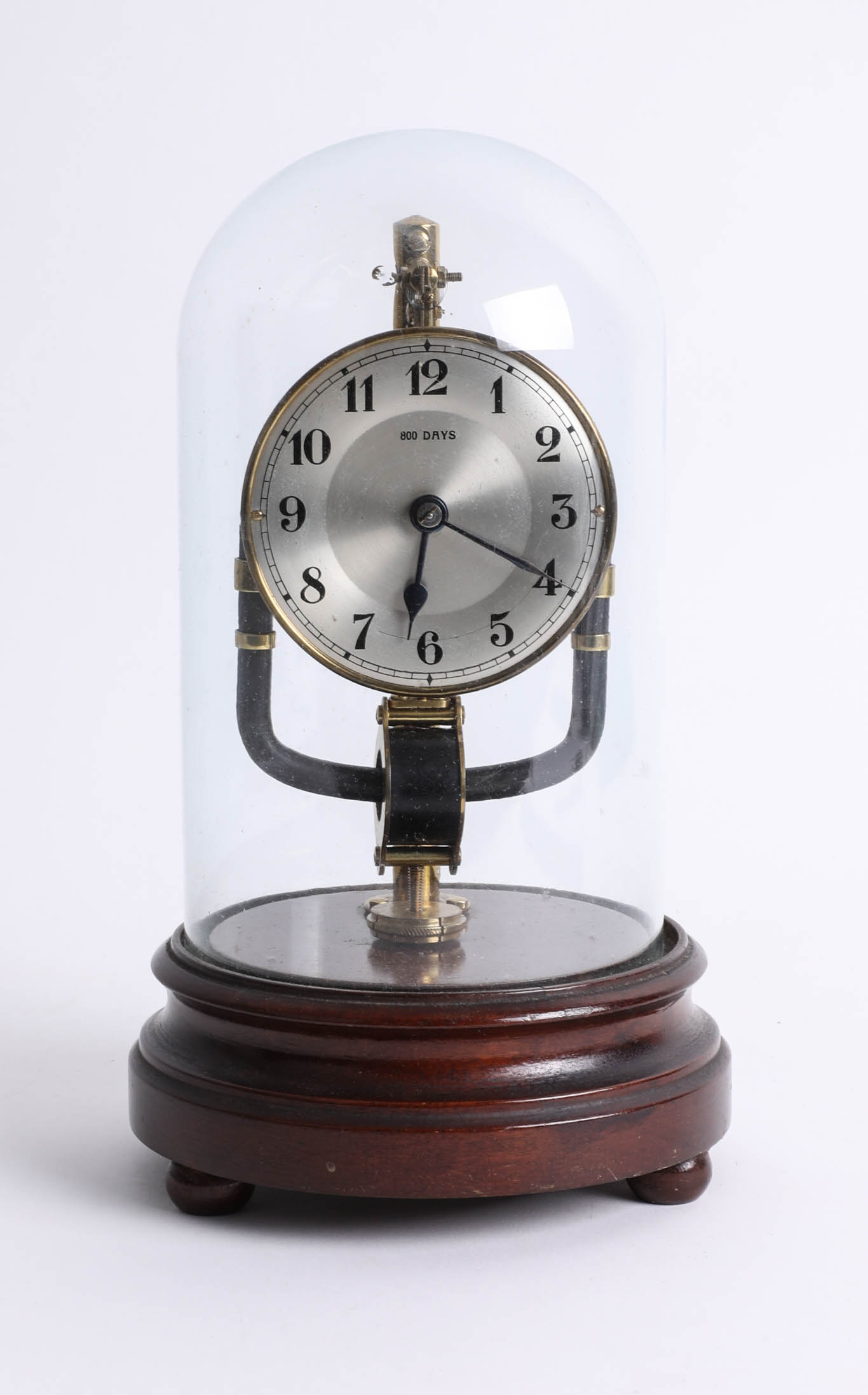 Lot 030 - An 800 day clock (electric) under dome, height 28cm.