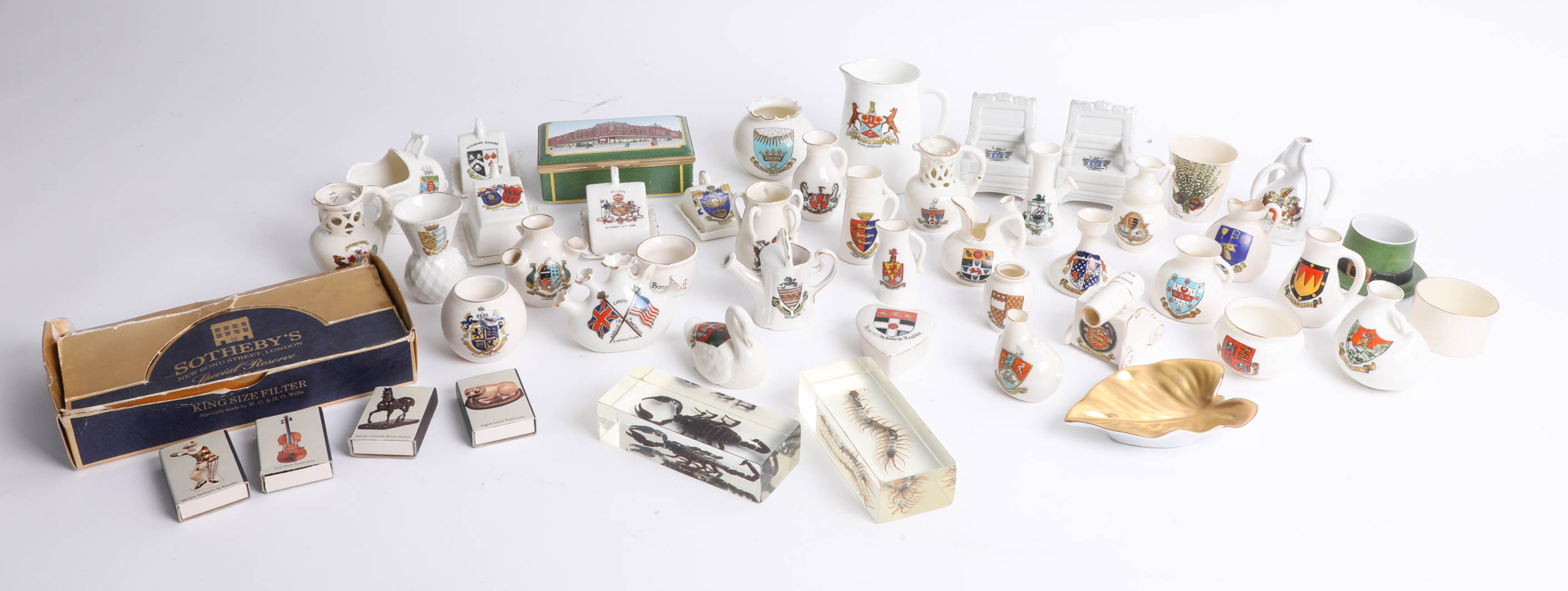 Lot 001 - Collection of various crested ware including war cannon and other items.