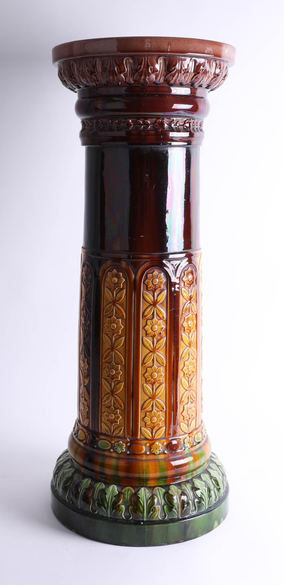 Lot 029 - A Victorian jardinière pedestal (impressed marks).