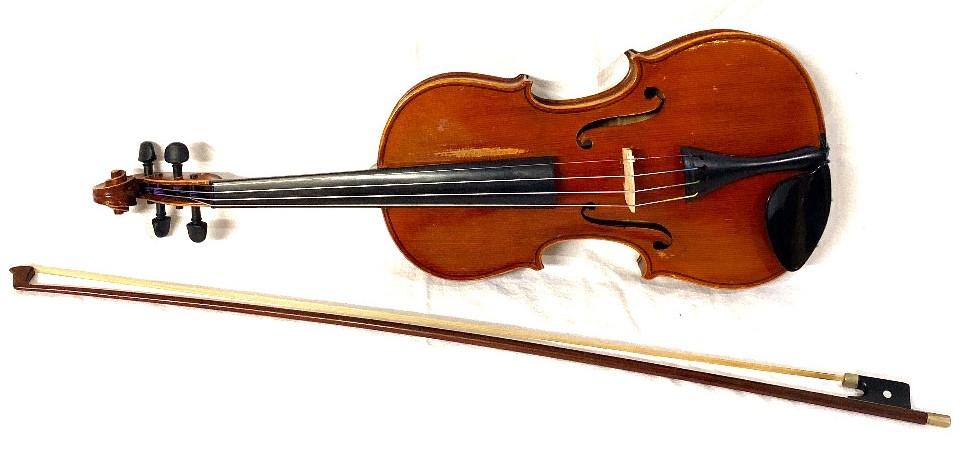 Lot 174 - A Violin with a printed paper label within 'Antonius Stradiuarius Cremonensis non Faciebat Anno