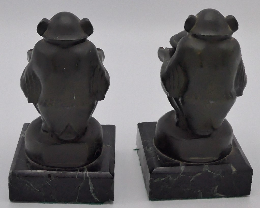 Lot 185 - Max Le Verrier (1891-1973) - a pair of bronze bookends modelled as seated chimpanzees each holding a