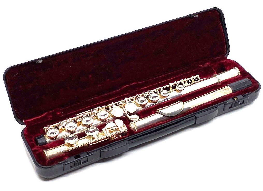 Lot 176 - Lumiere silver plated flute with hard plastic case