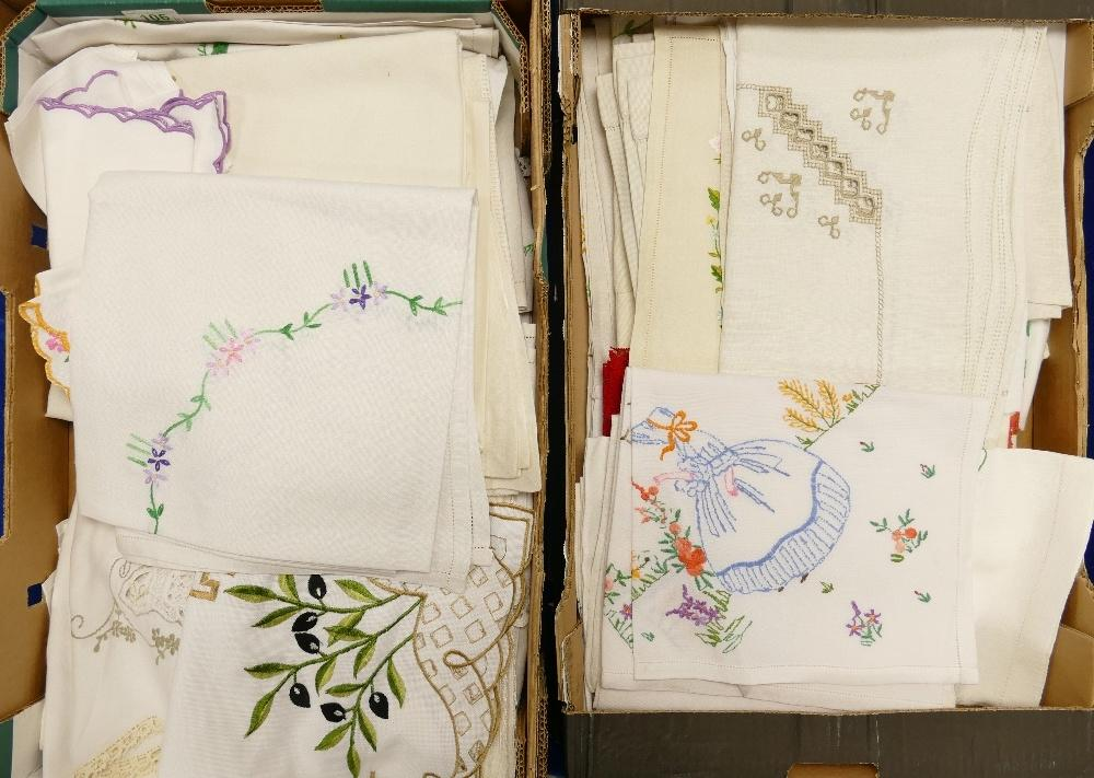 Lot 106 - A large collection of vintage linen: including table cloths, lace items many with decorative