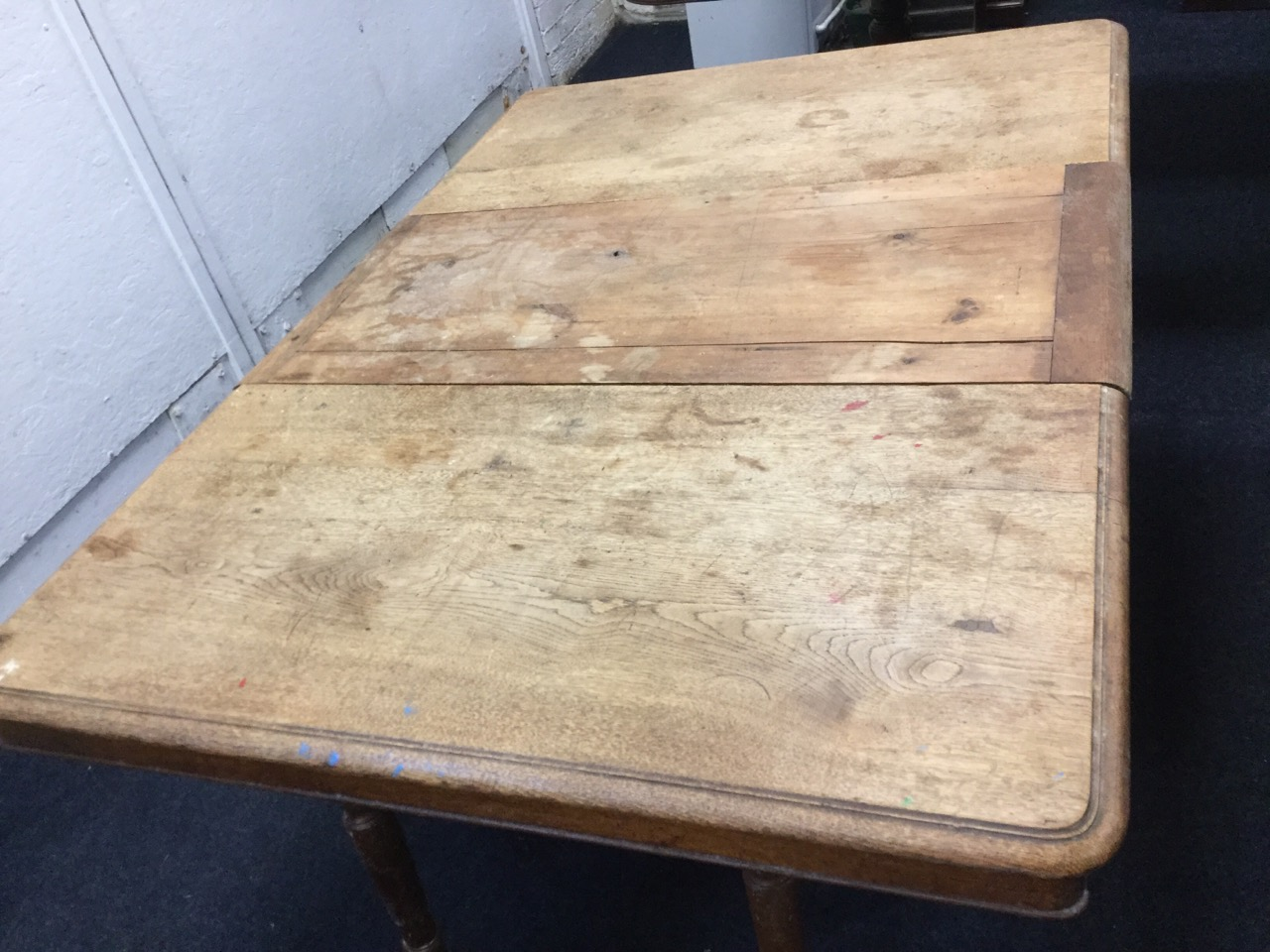 Lot 19 - A Victorian oak dining table, the draw-leaf top extending with turned drop legs on casters, the