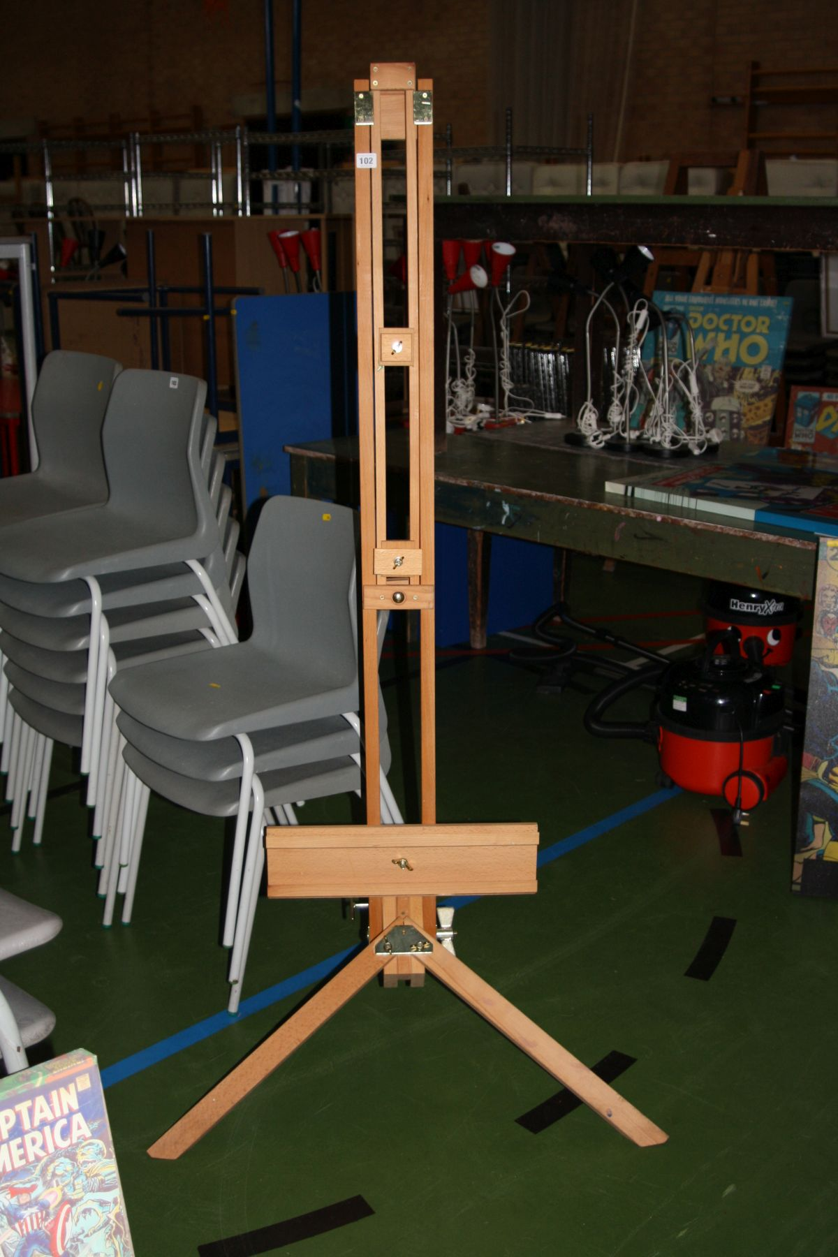 Lot 102 - A MODERN BEECHWOOD ARTISTS ADJUSTABLE EASEL, height adjusted from 170cm to 240cm