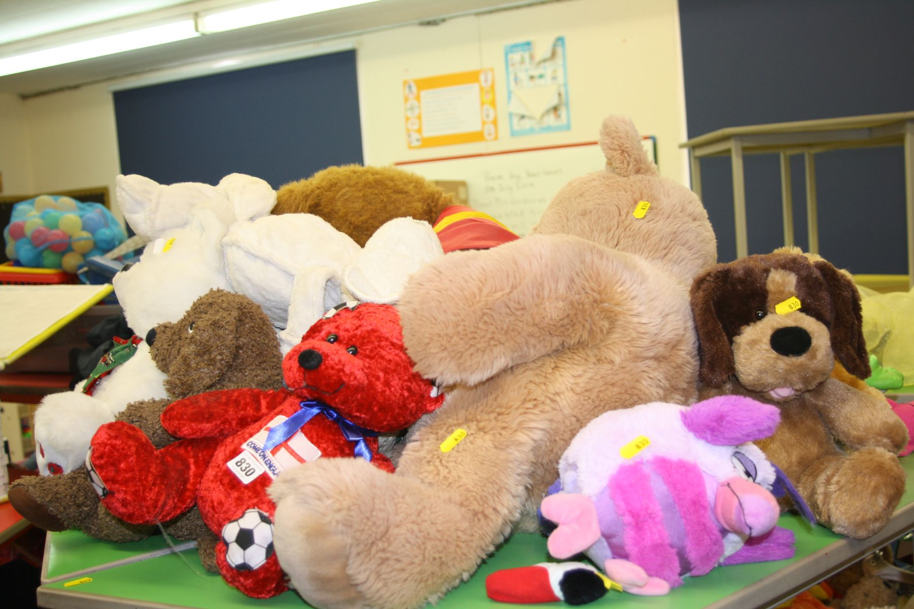 Lot 830 - A QUANTITY OF TEDDY BEARS AND TOYS, including large Polydron, shop and kitchen toys, etc