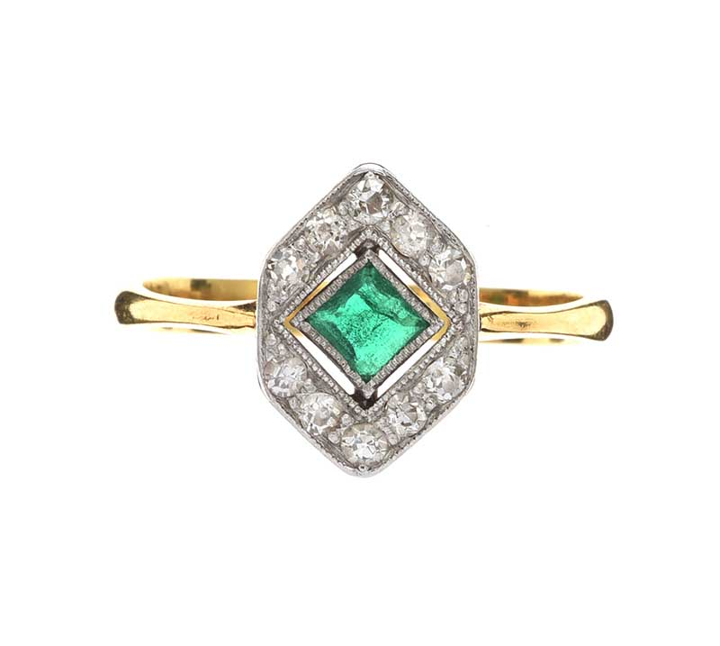 Lot 6 - 18CT GOLD EMERALD AND DIAMOND RING
