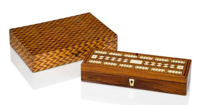 Lot 445 - A William IV / Victorian rosewood and ivory cribbage board, the interior with three divisions,
