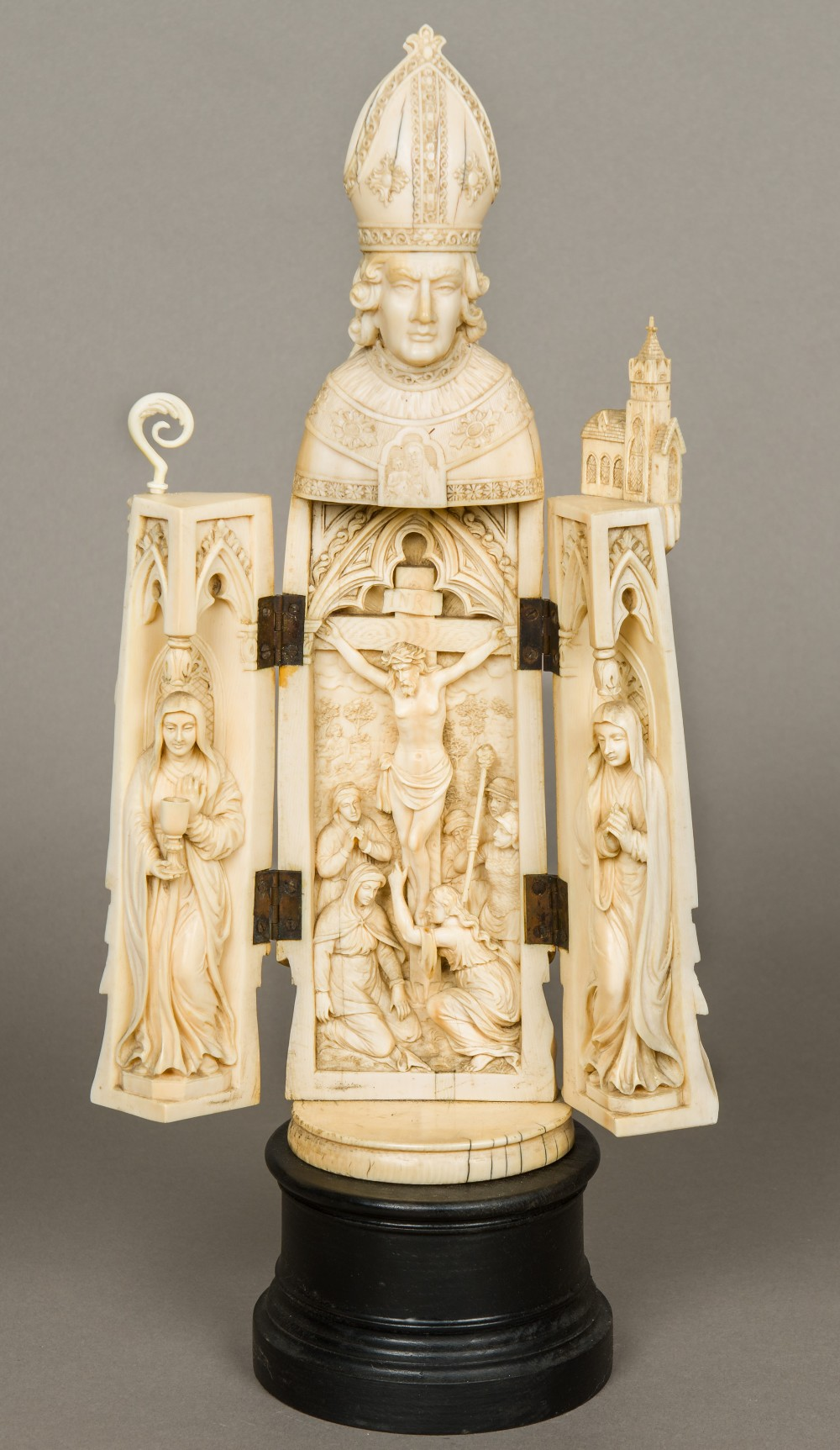 Lot 36 - A large early 19th century Dieppe carved ivory triptych Formed as a bishop enclosing a scene of