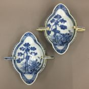 A pair of double lipped 18th century Chinese export sauce boats