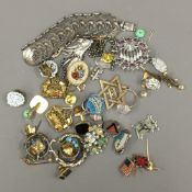 A quantity of vintage costume jewellery