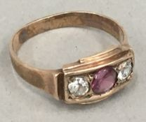 An antique rose gold ring (2.