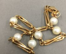 A 9 ct gold and pearl bead bracelet (5 grammes total weight)
