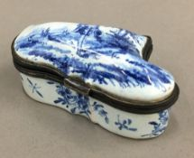 A blue and white porcelain patch box