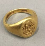 An 18 ct gold signet ring (6.
