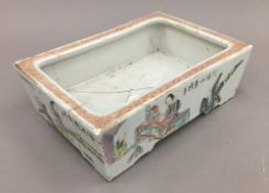 An 18th century Chinese porcelain planter