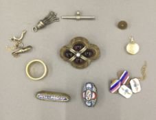 A quantity of miscellaneous jewellery