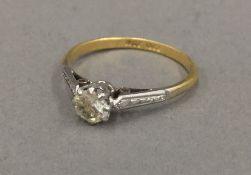 An 18 ct gold paste set ring (1.